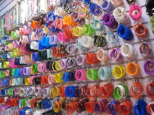 This image has an empty alt attribute; its file name is braccialetti-in-silicone-showroom.jpg